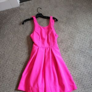 Pink dress never worn! Super cute open back with z